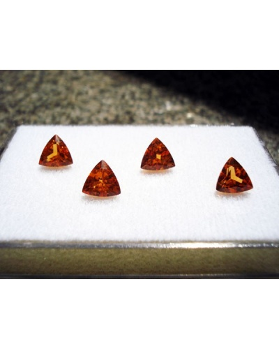 Grenats mandarine taille triangle (lot)