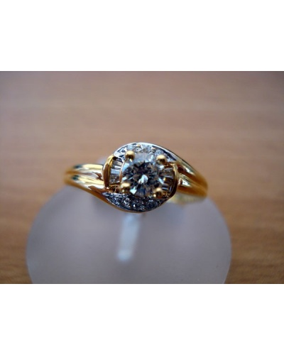 Bague solitaire diamants, baguettes or jaune 750